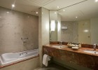 cyprus-hotels-annabelle-hotel-superior-suite-bathroom