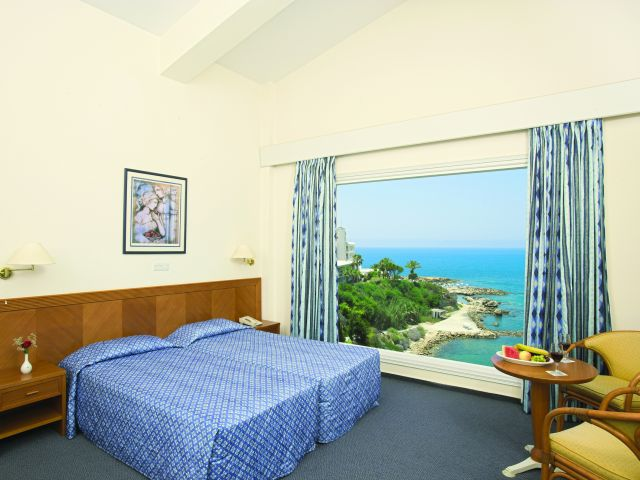 room2_at_the_Cynthiana_Beach_Hotel