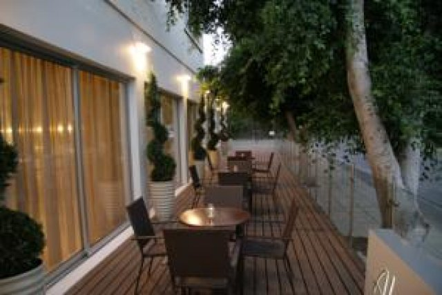 cyprus-hotels-almond-business-suites-outdoor-sitting-area